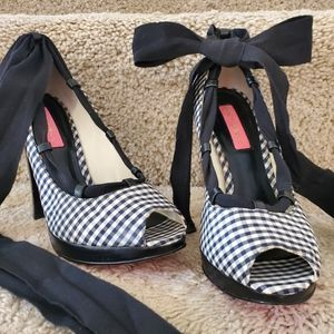 Betsey Johnson Lori Gingham Wrap heels 6.5